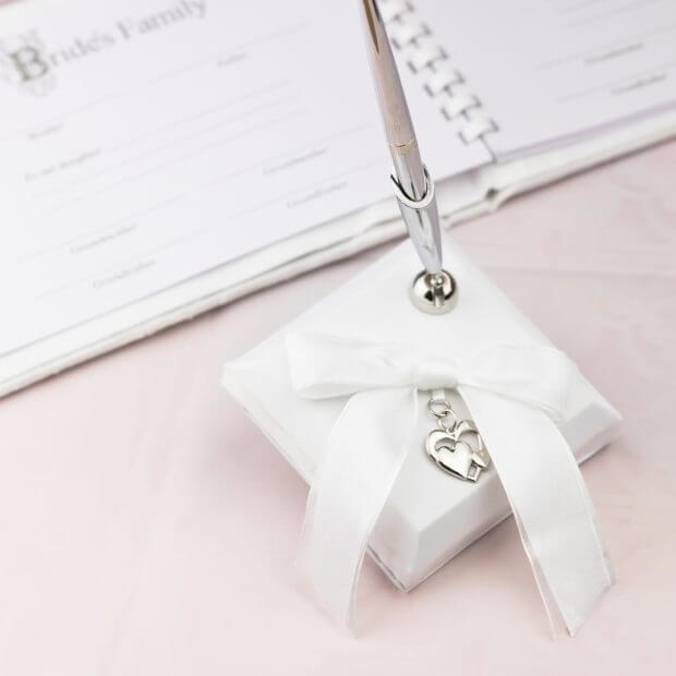 wedding pen with silver hearts