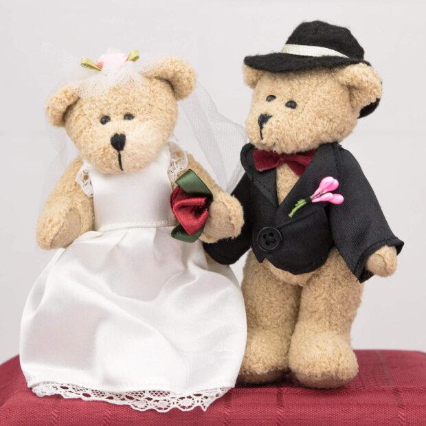 brown bride and groom mini bears
