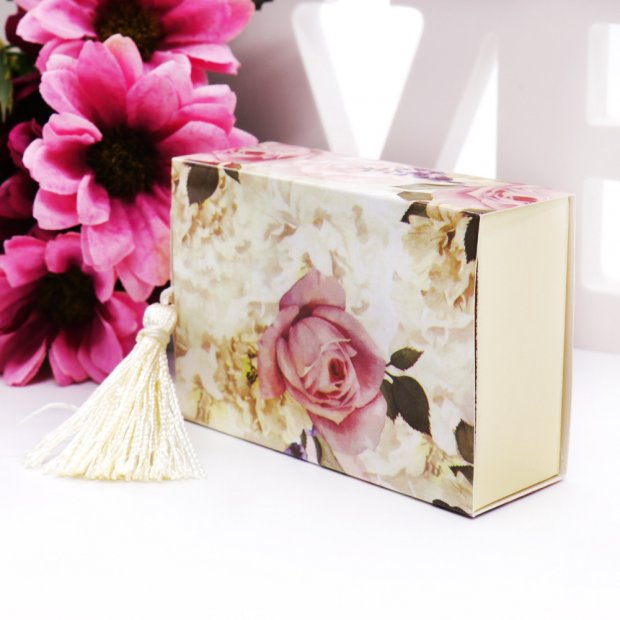 floral favour box with drawer